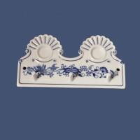 Cibulák kuchyňský věšák s dírkami 18 cm originální cibulákový porcelán Dubí, cibulový vzor, 1.jakost